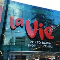Foto tirada no(a) La Vie Porto Baixa por TiiTY J. em 3/18/2018