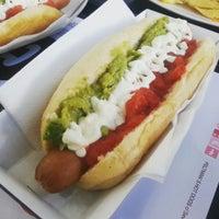 Снимок сделан в Feltman's Hot Dogs пользователем Salivando w. 8/9/2015
