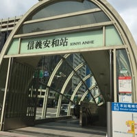 Photo taken at Youbike 捷運信義安和站 MRT Xinyi Anhe Sta. by Tu R. on 6/20/2016