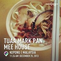 Photo taken at Tuaa Mark Pan Mee House (大眼板面家) by Pamela Y. on 12/25/2013