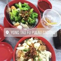Photo taken at Restoran Yong tau fu Pulau Gadong by Rafaa R. on 4/9/2017