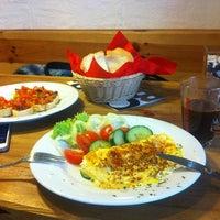 4/6/2013 tarihinde Anna B.ziyaretçi tarafından Nonloso Caffé & Bar'de çekilen fotoğraf
