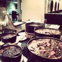 Foto tirada no(a) Moeda Bar e Restaurante por Alice C. em 7/19/2013