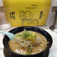 Photo taken at なしか!ラーメン 舞鶴店 by Salvage M. on 6/30/2014