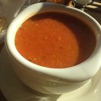 Foto scattata a Green Tomato Cafe da Jennifer M. il 11/28/2012