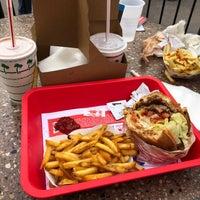2/1/2018 tarihinde Nuri P.ziyaretçi tarafından In-N-Out Burger'de çekilen fotoğraf