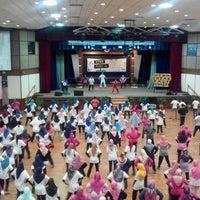 Photo taken at Dewan Tunku Mahkota Ismail (DTMI) , UTHM by Nini on 4/24/2016