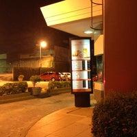 รูปภาพถ่ายที่ McDonald's โดย Arthur A. เมื่อ 12/18/2012