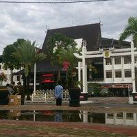 Photo taken at Kantor Walikota Banjarmasin - Pemkot Banjarmasin by Rimba B. on 1/18/2015