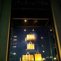 Das Foto wurde bei Louis Vuitton von ChiefRA am 10/12/2012 aufgenommen