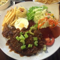 Photo taken at S.U. Steak by โมววว on 2/11/2016