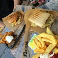 Das Foto wurde bei Burgermeister von fusisusa am 8/19/2016 aufgenommen