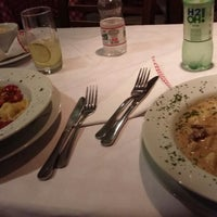 Foto tirada no(a) La Rosa Cantina Italiana por Lívia M. em 1/4/2016