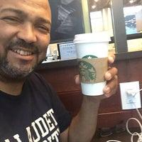 Foto tirada no(a) Starbucks por Bruno D. em 10/23/2016