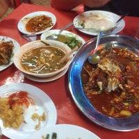 Photo taken at Restoran Juara Ikan Bakar 24 Jam by Faiz R. on 11/16/2013