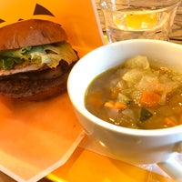 Foto tomada en Freshness Burger por Masayuki I. el 10/23/2017