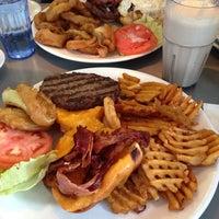 Foto tirada no(a) Crosstown Diner por Diana em 1/12/2014