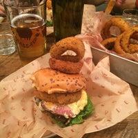 Foto scattata a Bareburger da Diana il 8/8/2015