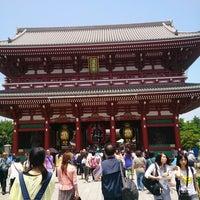 5/22/2013 tarihinde Yukoziyaretçi tarafından Senso-ji Temple'de çekilen fotoğraf