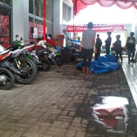 Photo taken at CV. HAYATI Main Dealer Sepeda Motor Honda by Rio S. on 2/23/2013