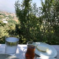 Photo taken at Çınar Tepe Kahvaltı Bahçesi by İsimsiz . on 8/27/2017