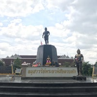 Photo taken at Phraya Pichai Dab Hak Monument by Natdawan I. on 5/28/2017