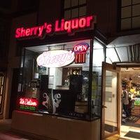 Foto tomada en Sherry's Wine & Spirits por Marc C. el 9/25/2016