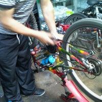12/22/2012 tarihinde Jvan Karlos R.ziyaretçi tarafından Bicicletas Emancipación'de çekilen fotoğraf