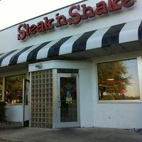 Photo taken at Steak 'n Shake by kelli b. on 3/27/2013