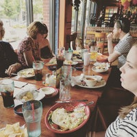 Foto tomada en La Parrilla Mexican Restaurant por Timothy D. el 5/10/2015