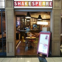 12/15/2012 tarihinde Oktay Y.ziyaretçi tarafından Shakespeare Coffee & Bistro'de çekilen fotoğraf