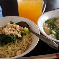 Photo taken at Bakmie Roxy by Dwi A. on 12/25/2014