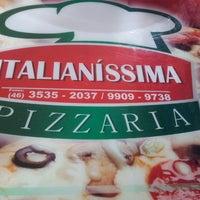 Photo taken at Italianíssima Pizzaria by João Carlos K. on 11/24/2013