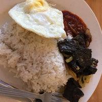 Photo taken at Restoran Teratak Ibunda by Marzuki A. on 12/31/2016