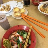 Photo taken at Lye Lye Food Centre 來來飲食中心 by Wai H. on 8/24/2016
