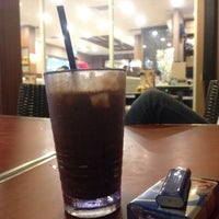 Photo taken at OldTown White Coffee by Ahmed S. on 4/7/2017