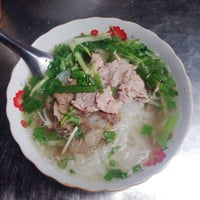 Photo taken at Phở Thìn Bờ Hồ by Rose F. on 10/31/2013