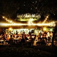 Снимок сделан в Shake Shack пользователем George R. 8/21/2013