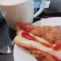 Photo taken at Starbucks by Thanej B. on 10/24/2017