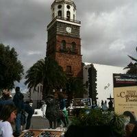 Photo taken at Mercadilllo de Teguise by Arantxa G. on 12/2/2012