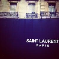 Das Foto wurde bei Yves Saint Laurent von Roudy L. am 5/11/2013 aufgenommen