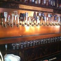 Foto tirada no(a) Hamilton's Tavern por Tammy J. em 10/17/2011