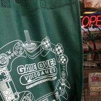 รูปภาพถ่ายที่ Game Over Videogames โดย Bruce T. เมื่อ 12/1/2013