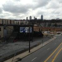 Das Foto wurde bei Atlanta BeltLine Corridor over North Ave von Stephanie B. am 1/13/2013 aufgenommen