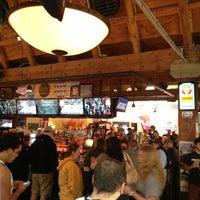 Foto tomada en Blake Street Tavern por JAMMIN' JOHN el 3/22/2013