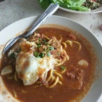 Photo taken at Mee Bandung Muar by aleen a. on 1/24/2013