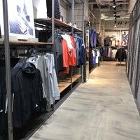 9/12/2018にHin T.がadidas Originals Flagship Store Tokyoで撮った写真