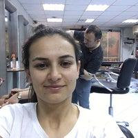 Das Foto wurde bei Alice Sac Tasarim ve Guzellik Salonu von Pakize Y. am 5/14/2016 aufgenommen