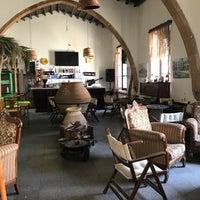 Das Foto wurde bei bellapais spots bar von Nurcan A. am 6/14/2017 aufgenommen