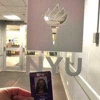 Foto tomada en NYU Weinstein Residence Hall por Lily C. el 1/28/2018